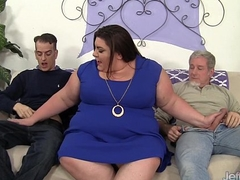 Horny, broad in the beam Bella Bendz gets her pussy double dicked