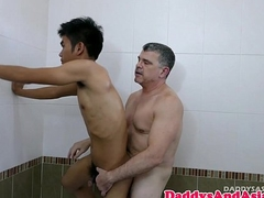 Pinoy twink barebacked in burnish apply tub