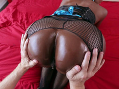 Diamond Jackson gets her big black bore worshipped