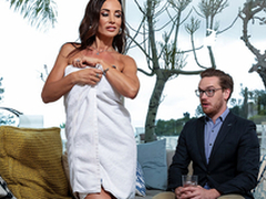 Seduction For Sport Cash reserves Lisa Ann - Brazzers HD