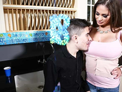 Horny and leader mom Cathy Vault of heaven fuck Jordi El Niño