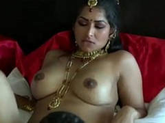 Extremely galvanized threatening skinned Desi clothes-horse eats wet pussy of his GF