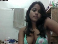 Desi girl seducting infront of cam